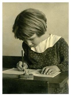 Postcard | Schrijven met de kroontjespen, circa 1930