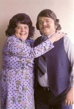 Postcard Andre Hazes met zijn moeder