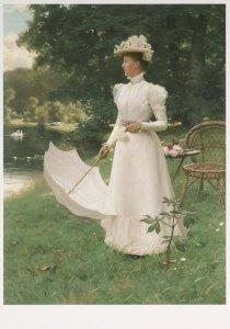 Postcard   Koningin Wilhelmina in de tuin van Paleis Soestdijk