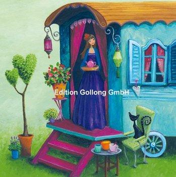 Mila Marquis Postcard | Frau am Wohnwagen
