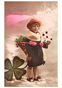 Postcard | Jong meisje met envelop in een winterlandschap