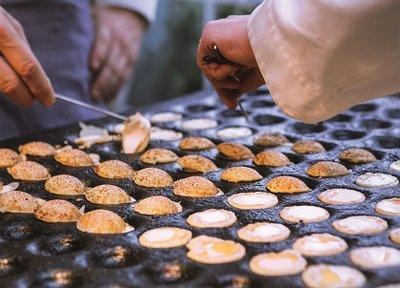 The Dutch Connection Postcard   Cooking Poffertjes